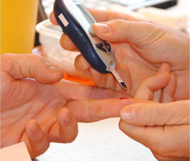Pflege bei Diabetes, Blutzuckermesseung