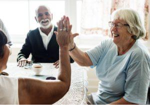 Senioren in Seniorenwohnanlage